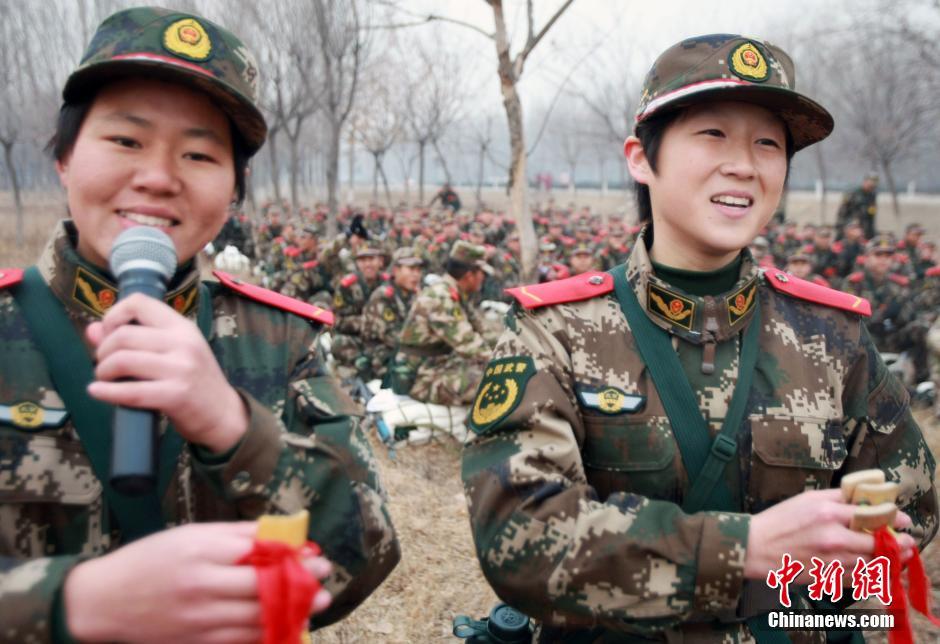 北京武警部队女兵野营拉练 斗志昂扬 笑容灿烂 高清组图图片