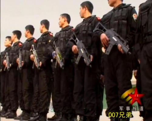 解放军特种兵训练端起英军步枪