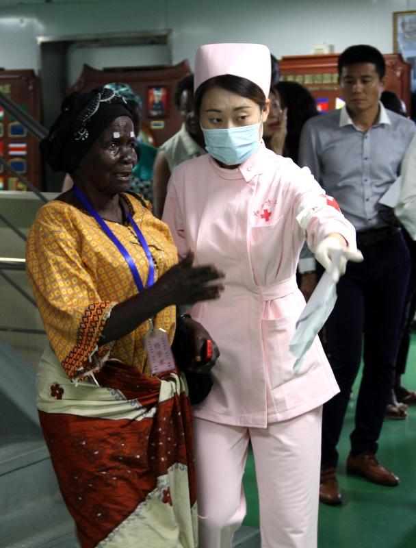 中国海军和平方舟医院船安哥拉诊疗记-军旅生