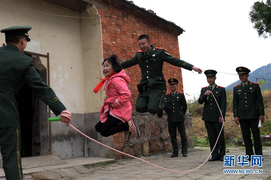 #(社會)安徽巢湖:武警官兵愛心接力助貧困女童圓夢