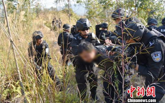 廣州特警新年開訓 組織跨區域野外拉練(組圖)