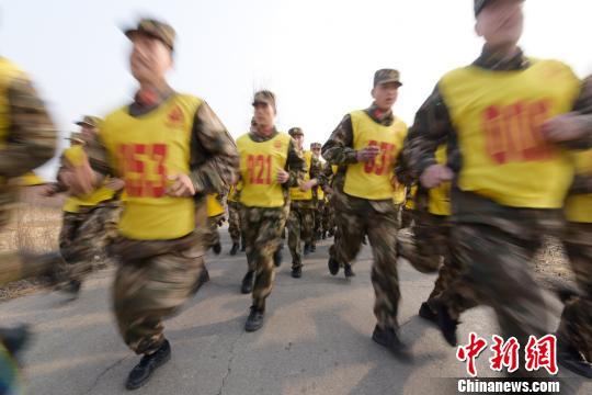 武警忻州支隊舉行軍事訓練比武檢驗戰鬥力(組圖)