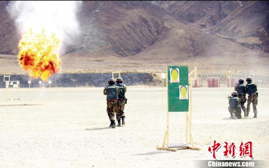 武警西藏總隊組織預備特戰隊員開訓(組圖)