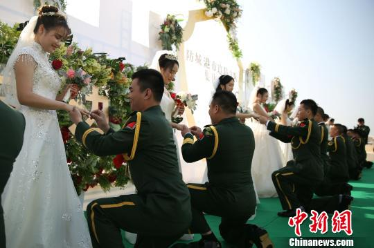 广西边防官兵集体婚礼 情注边关 相守一生 组图